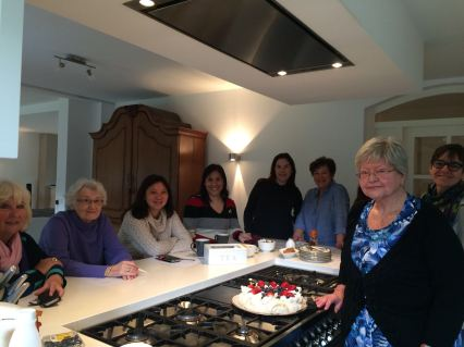 A happy group photo before we all happily ate the Pavlova.