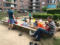 Kids and dads enjoyign the sand pit